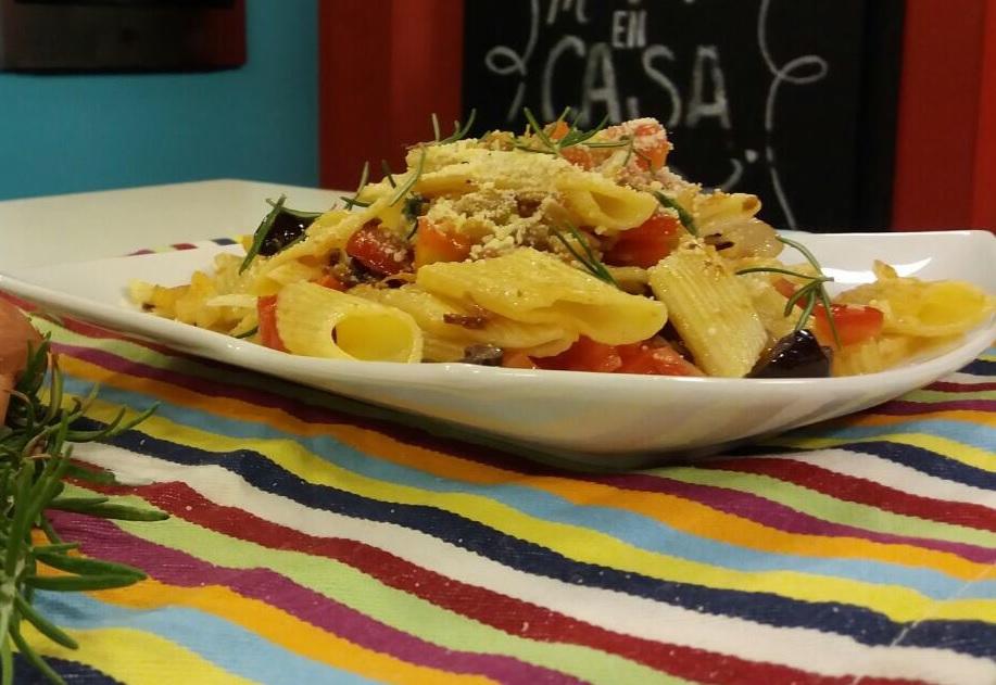 Macarrones Adria con salsa de hinojo y olivas negras