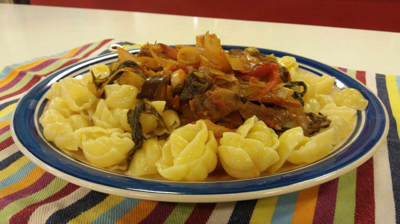 Pasta Adria con pollo troceado y albahaca frita