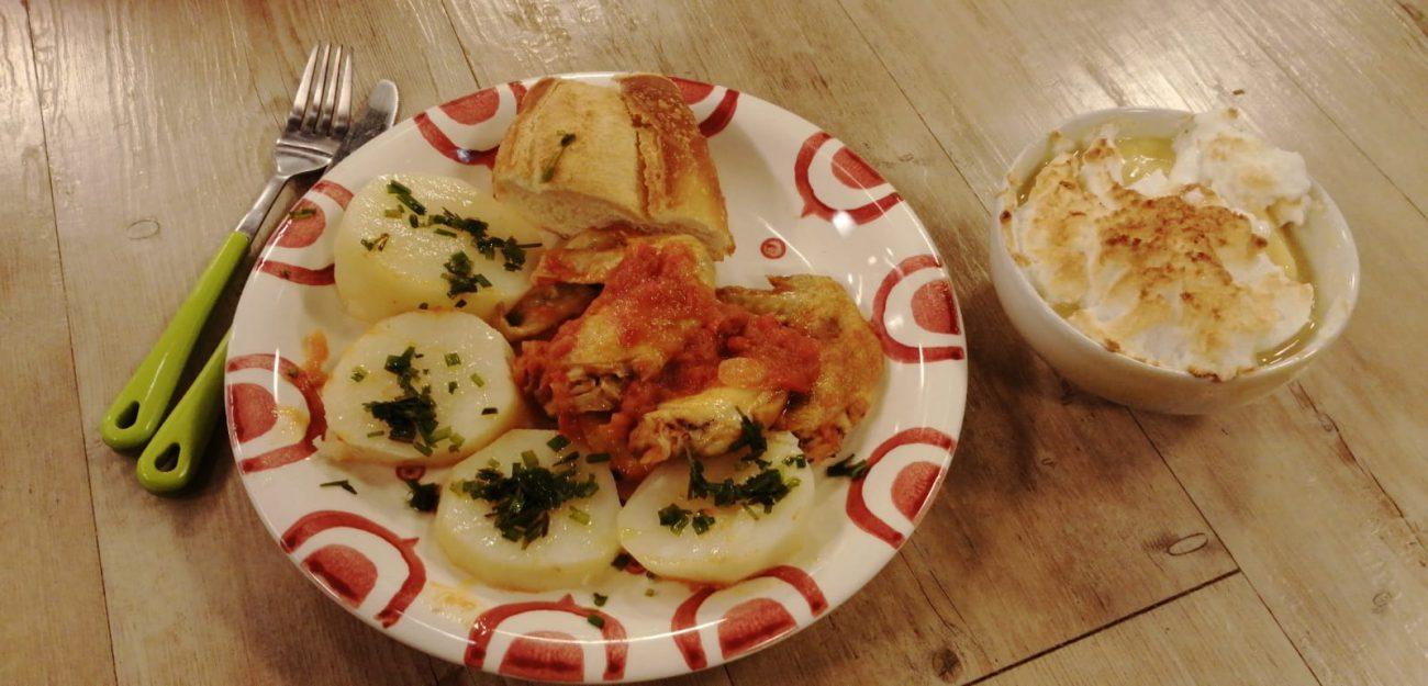Alitas de pollo al tomate con papas hervidas + Crema de vainilla