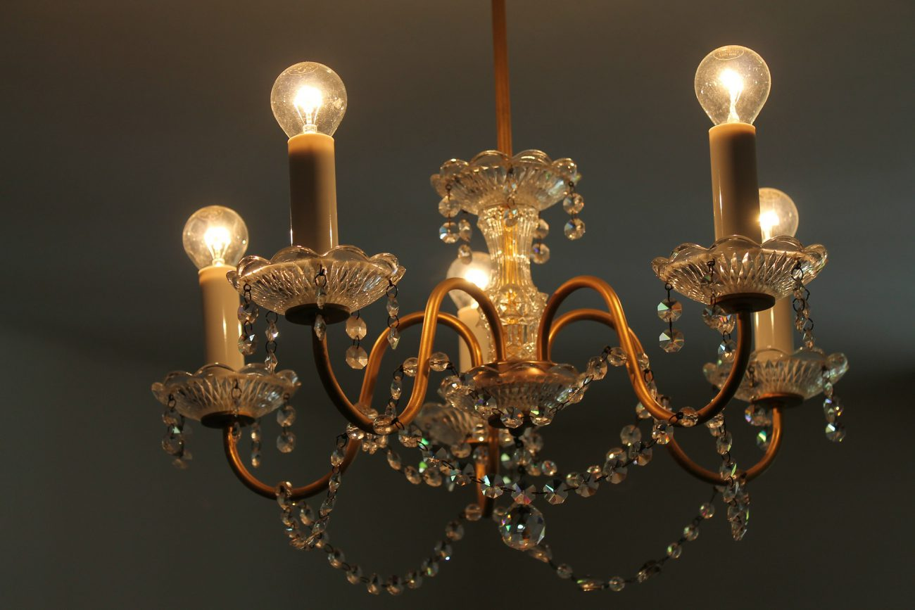 crystal-chandelier-286016_1920