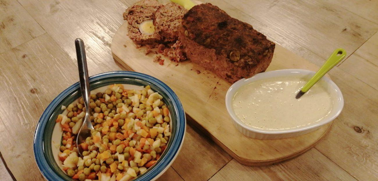 Pastel de carne con pasas y aceitunas