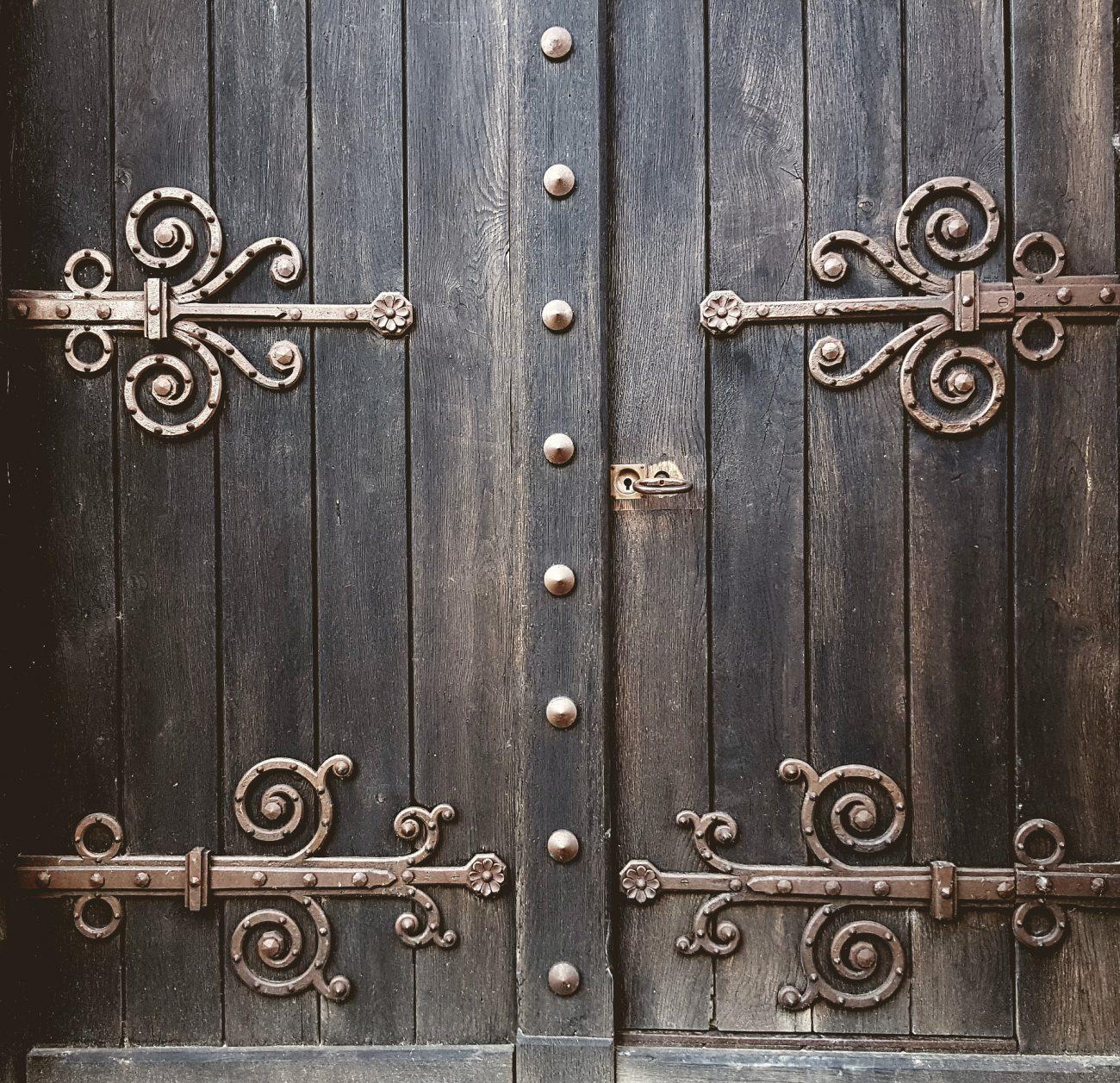 door-2664419_1920